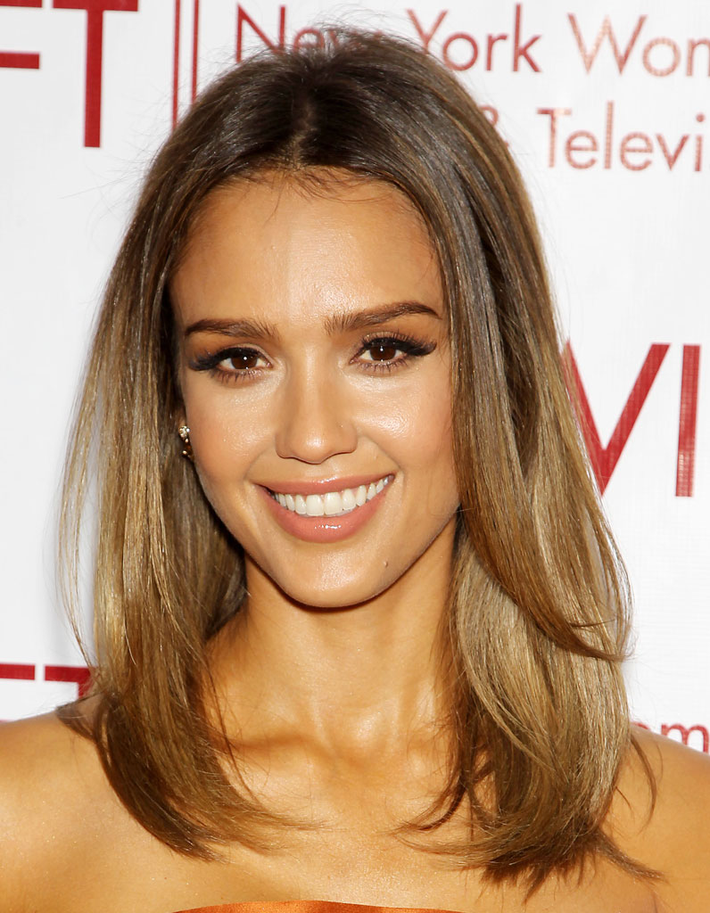 la coloration bronde de jessica alba la coloration bronde la nuance pr f r e des stars elle. Black Bedroom Furniture Sets. Home Design Ideas
