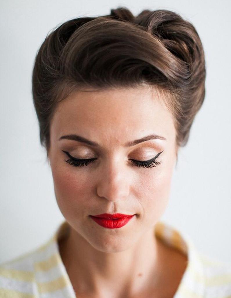 Le plaquu00e9 ru00e9tro - 20 coiffures u00e0 faire entre deux shampoings - Elle