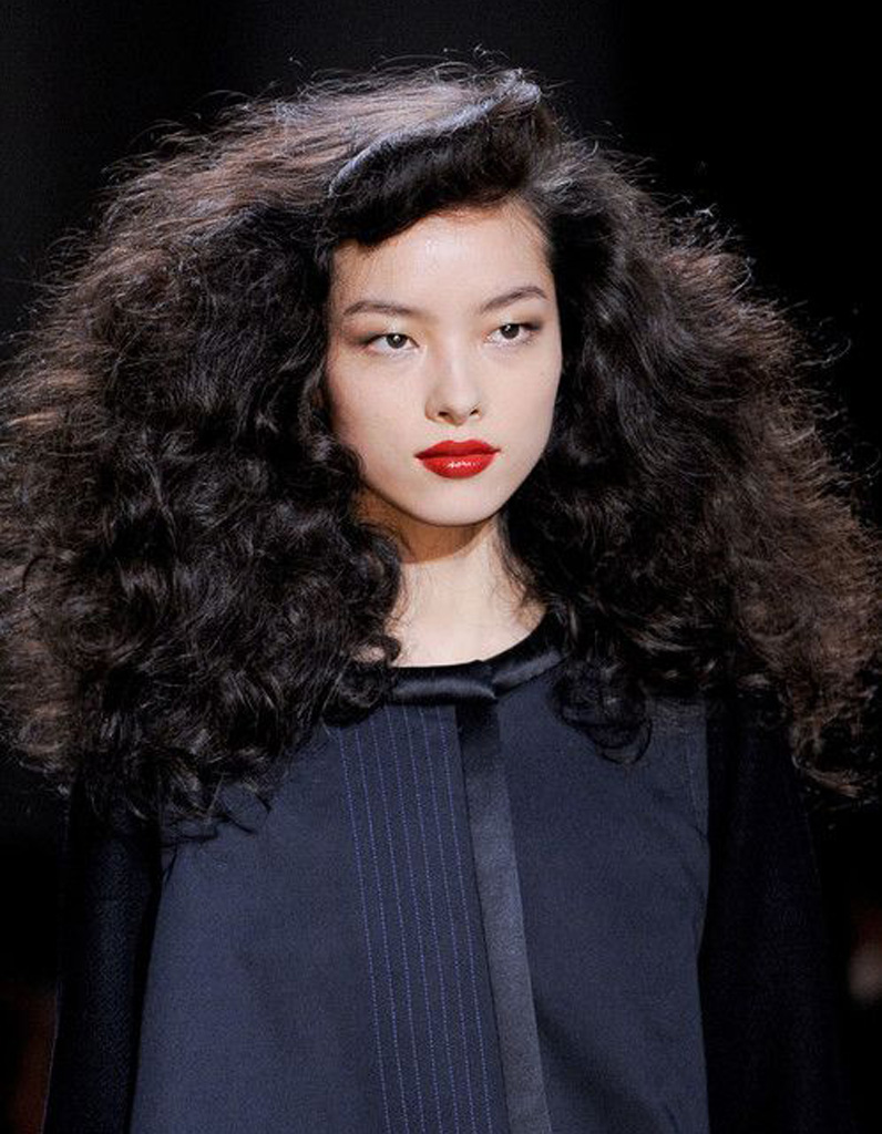 Coiffure cheveux frisés bouclés - Cheveux frisés : nos plus jolies ...