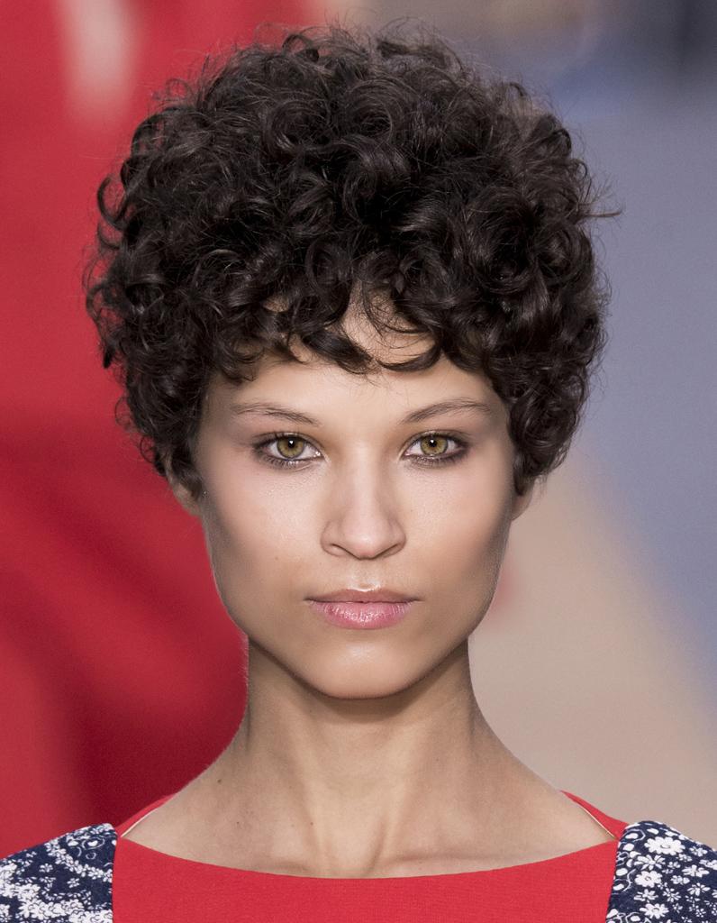 coiffure 2016 courte femme les 25 plus belles coiffures de l ann e 2016 elle. Black Bedroom Furniture Sets. Home Design Ideas