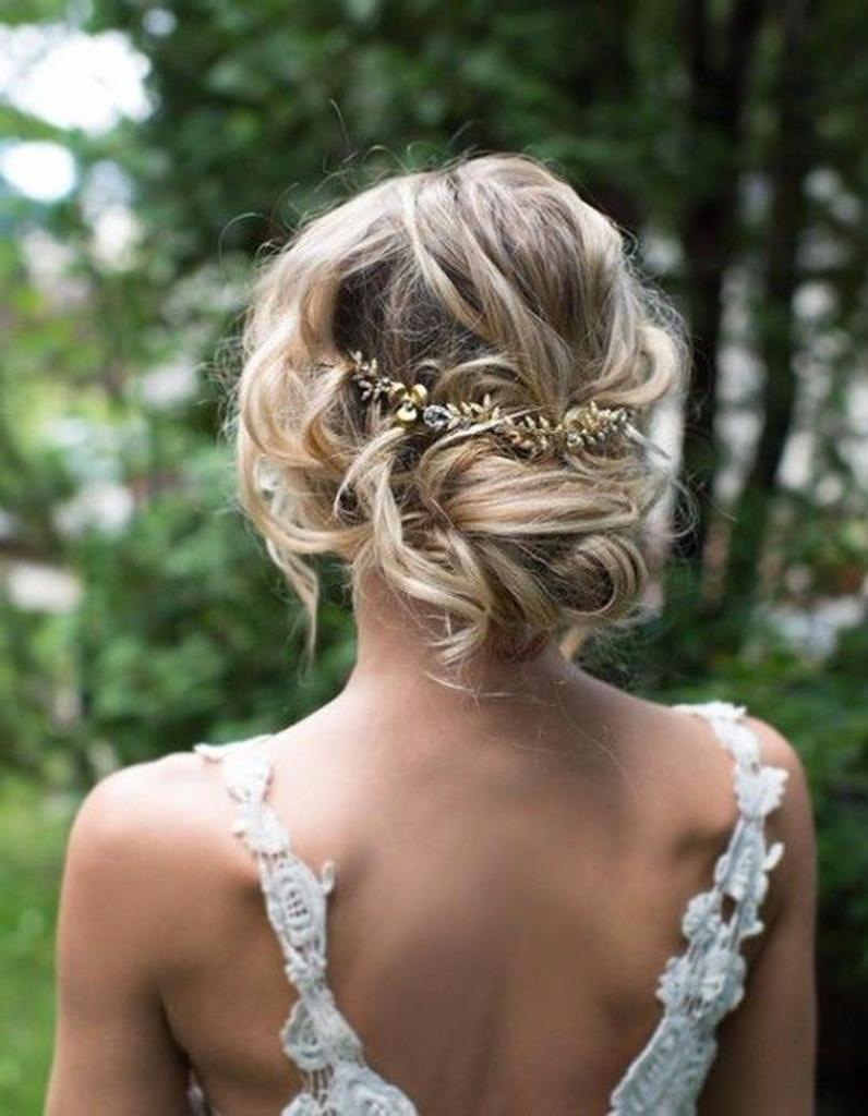 Coiffure demoiselle d 39 honneur cheveux fins 15 coiffures de demoiselle d honneur canons pour - Coiffure de demoiselle d honneur ...