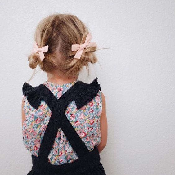 coiffure petite fille boucl e 40 coiffures de petite fille qui changent des couettes elle. Black Bedroom Furniture Sets. Home Design Ideas