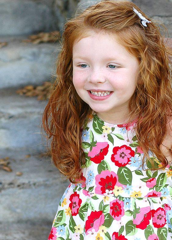 coiffure petite fille rousse 40 coiffures de petite fille qui changent des couettes elle. Black Bedroom Furniture Sets. Home Design Ideas
