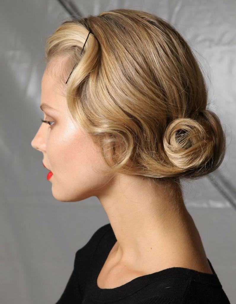 Bien connu Coiffure réveillon : 35 idées de coiffures pour le réveillon qui  TO71