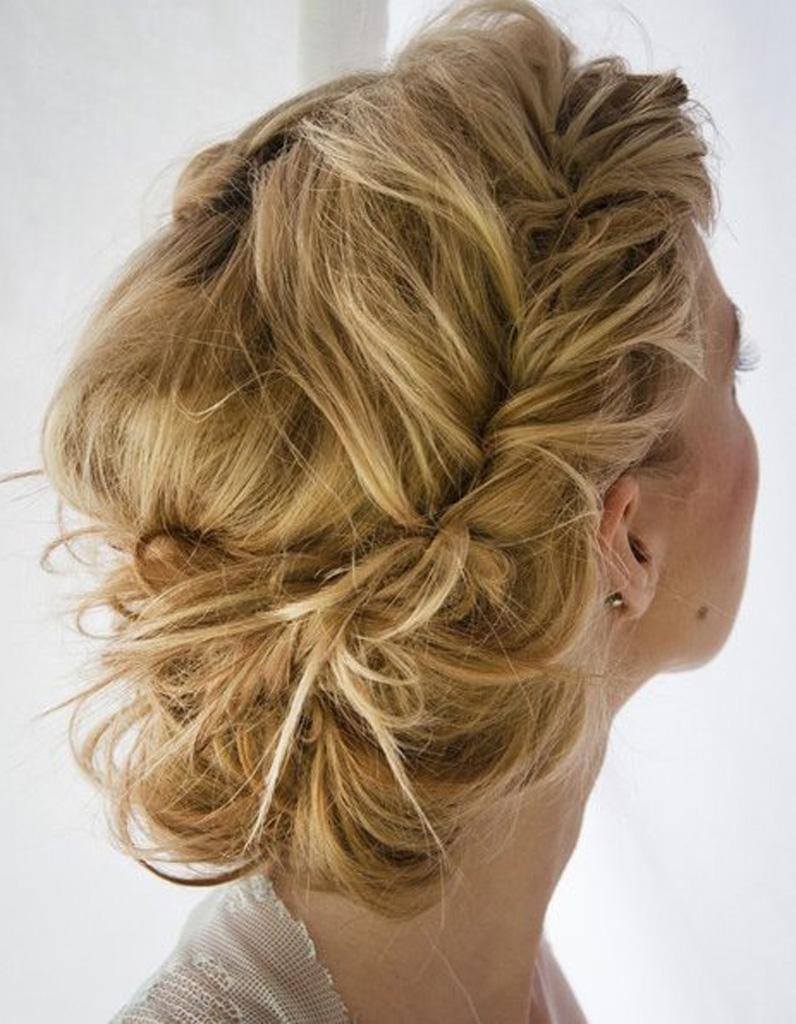 coiffure romantique mariage 27 coiffures romantiques pas si cucul elle. Black Bedroom Furniture Sets. Home Design Ideas