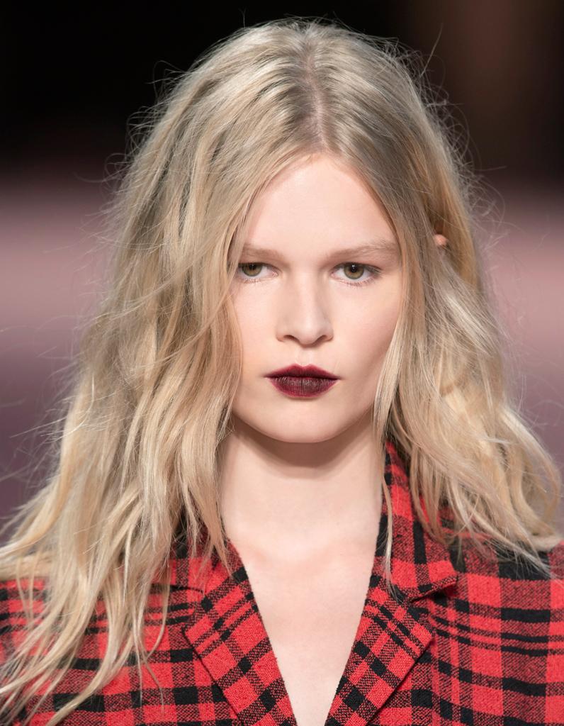Coiffure rock cheveux longs tendance nos id es de coiffures rock piquer aux podiums elle - Coiffure rock femme ...