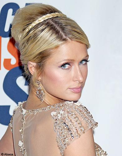 Beaute cheveux coiffure tendance chignon haut Paris Hilton - Cheveux : 50 chignons haut-perchés ...