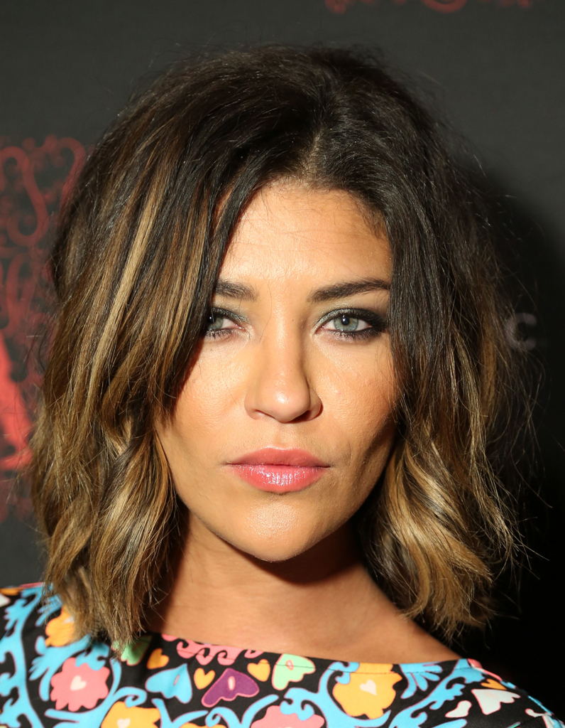 le carr flou de jessica szohr le carr flou nouvelle coupe pr f r e des stars elle. Black Bedroom Furniture Sets. Home Design Ideas