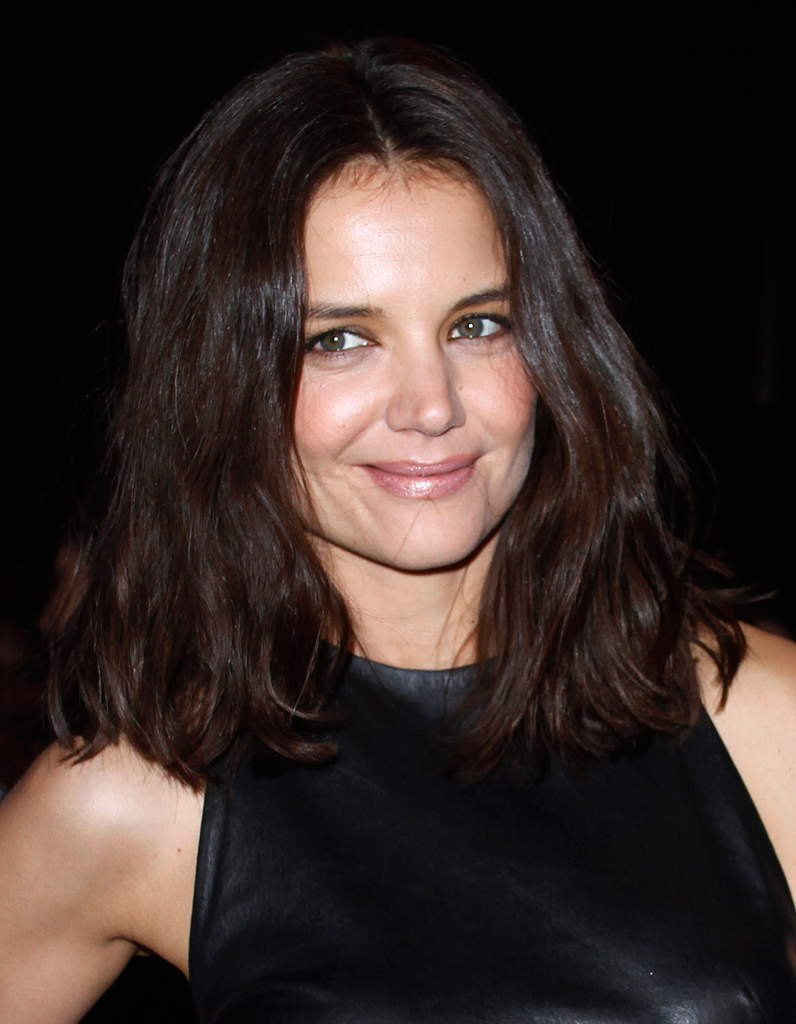 le carr flou de katie holmes le carr flou nouvelle coupe pr f r e des stars elle. Black Bedroom Furniture Sets. Home Design Ideas