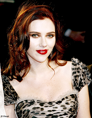 cheveux brun roux scarlett johansson ses plus belles coiffures elle. Black Bedroom Furniture Sets. Home Design Ideas