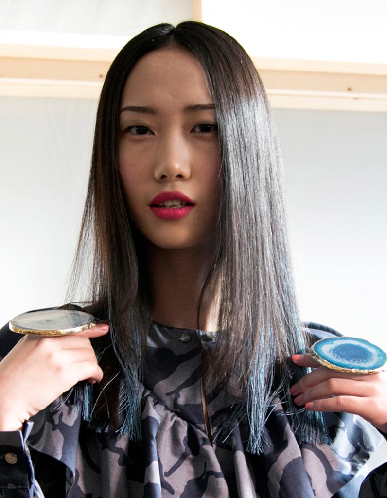 coloration grise fonc e coloration grise les plus belles nuances de grey hair elle. Black Bedroom Furniture Sets. Home Design Ideas