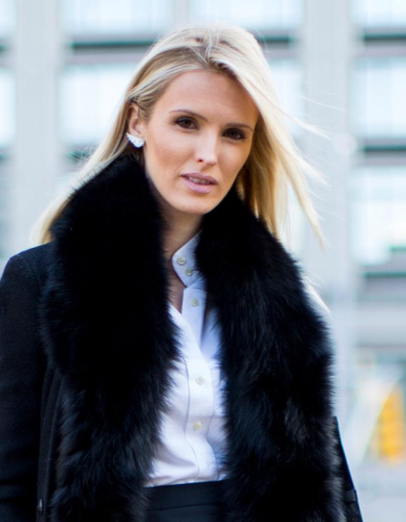 coloration hiver des m ches de blond froid sur un lissage parfait street style cheveux les. Black Bedroom Furniture Sets. Home Design Ideas