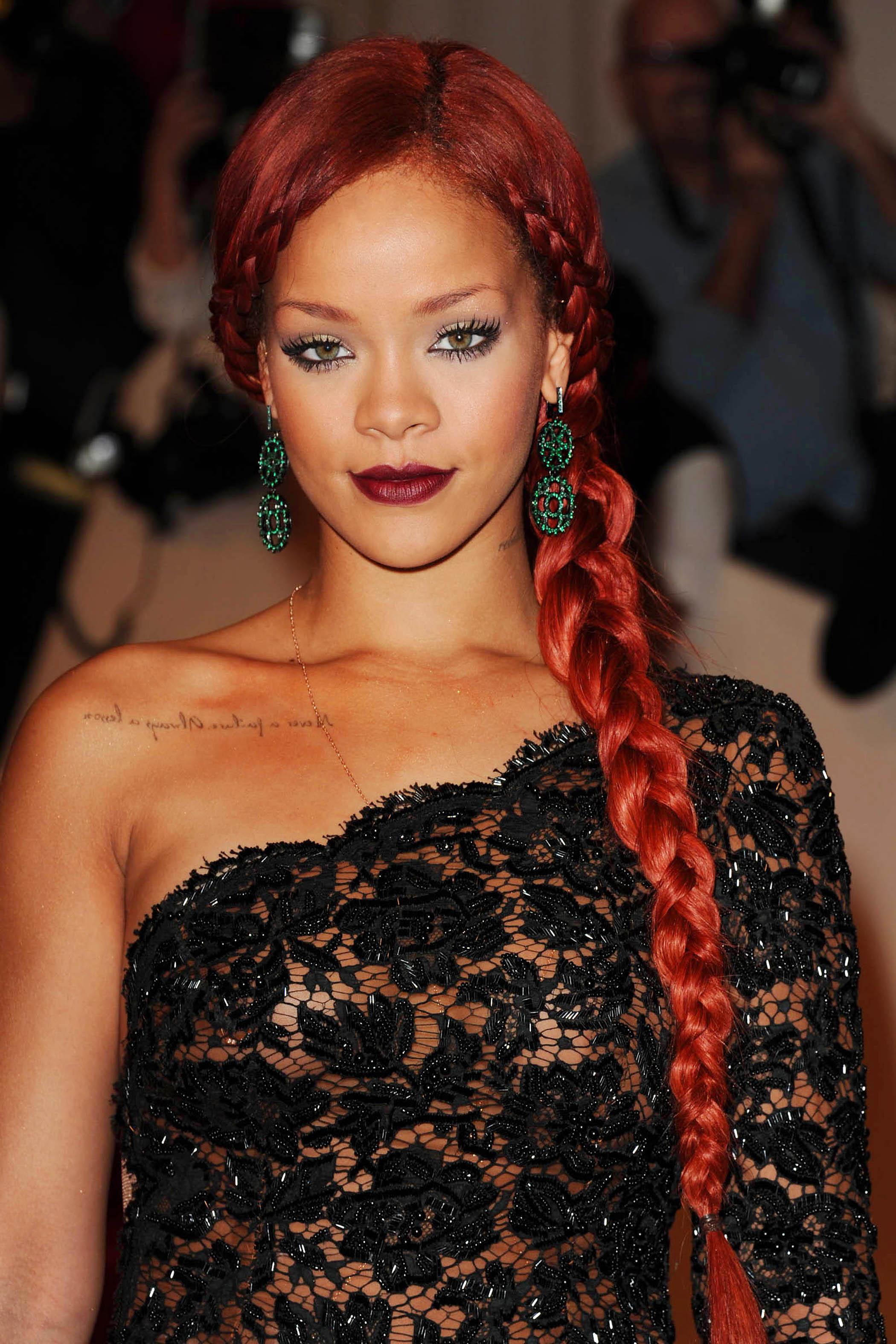 Couleur de cheveux rouge rihanna