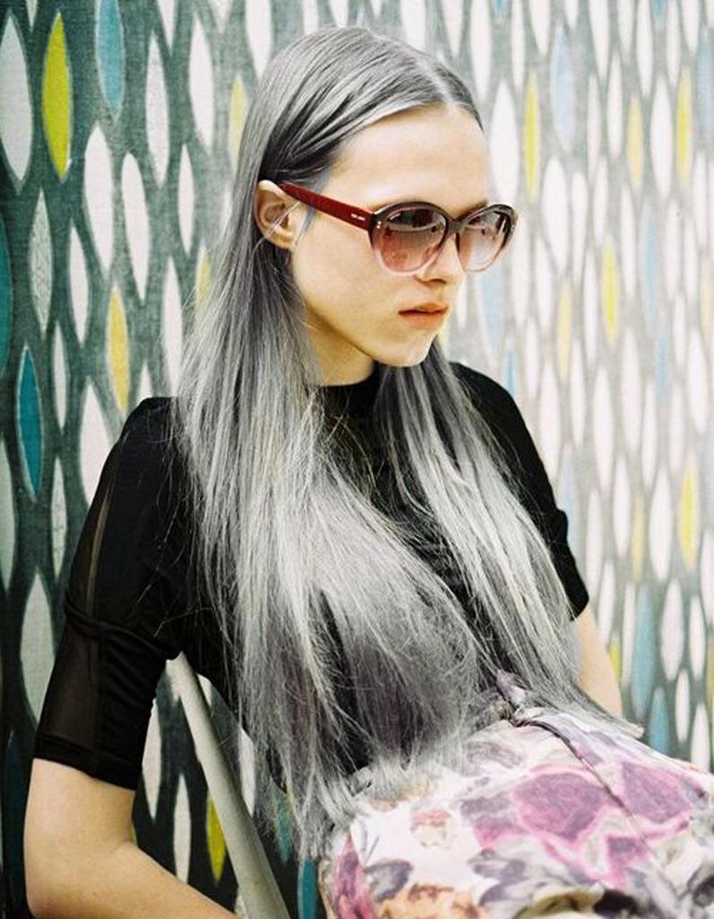 cheveux longs gris coiffure cheveux longs des coupes de cheveux longs pour un look canon elle. Black Bedroom Furniture Sets. Home Design Ideas