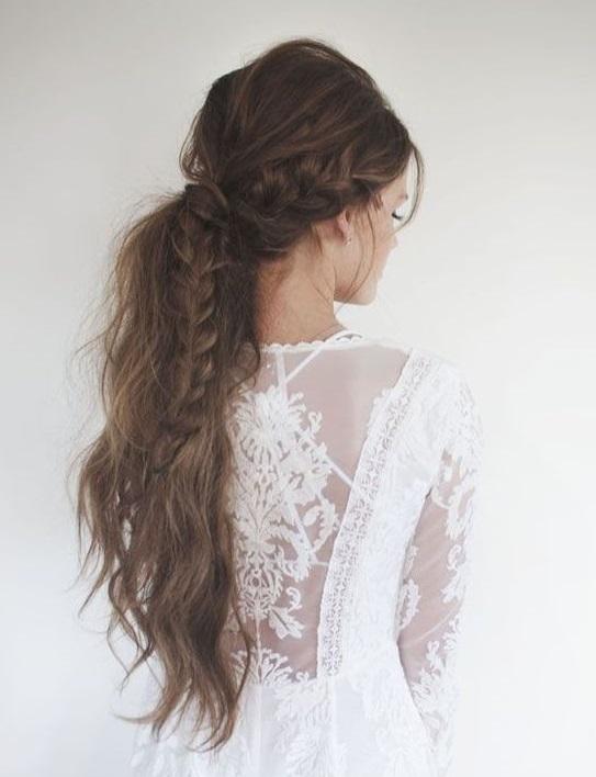 coiffure cheveux longs en queue de cheval coiffure cheveux longs des coupes de cheveux longs. Black Bedroom Furniture Sets. Home Design Ideas
