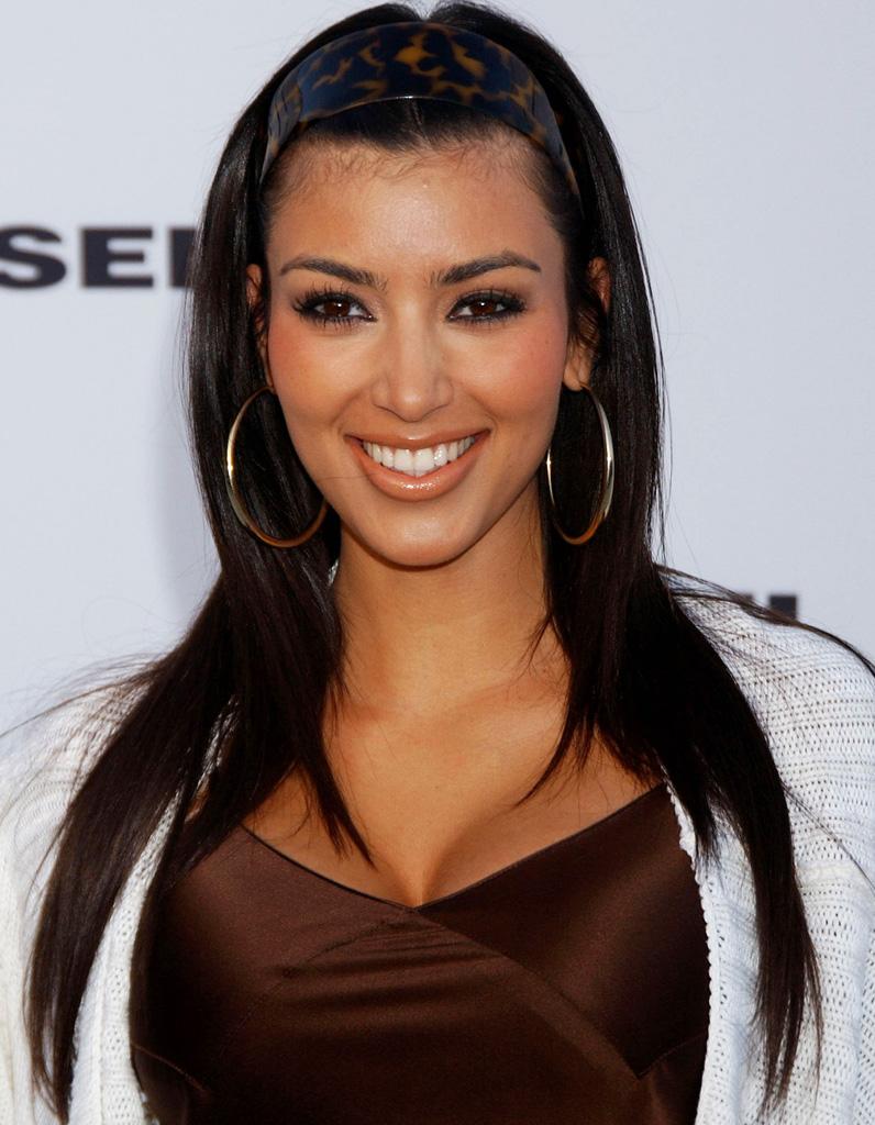 Kim Kardashian cheveux dégagés en mai 2007