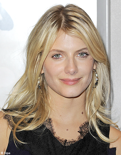 blond polaire de melanie laurent 50 coiffures pour changer de t te elle. Black Bedroom Furniture Sets. Home Design Ideas