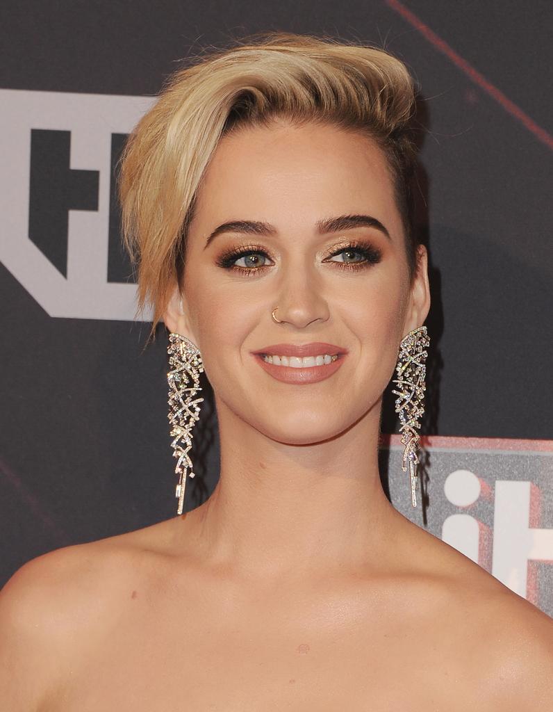 Katy Perry explique pourquoi elle a coupé ses cheveux et