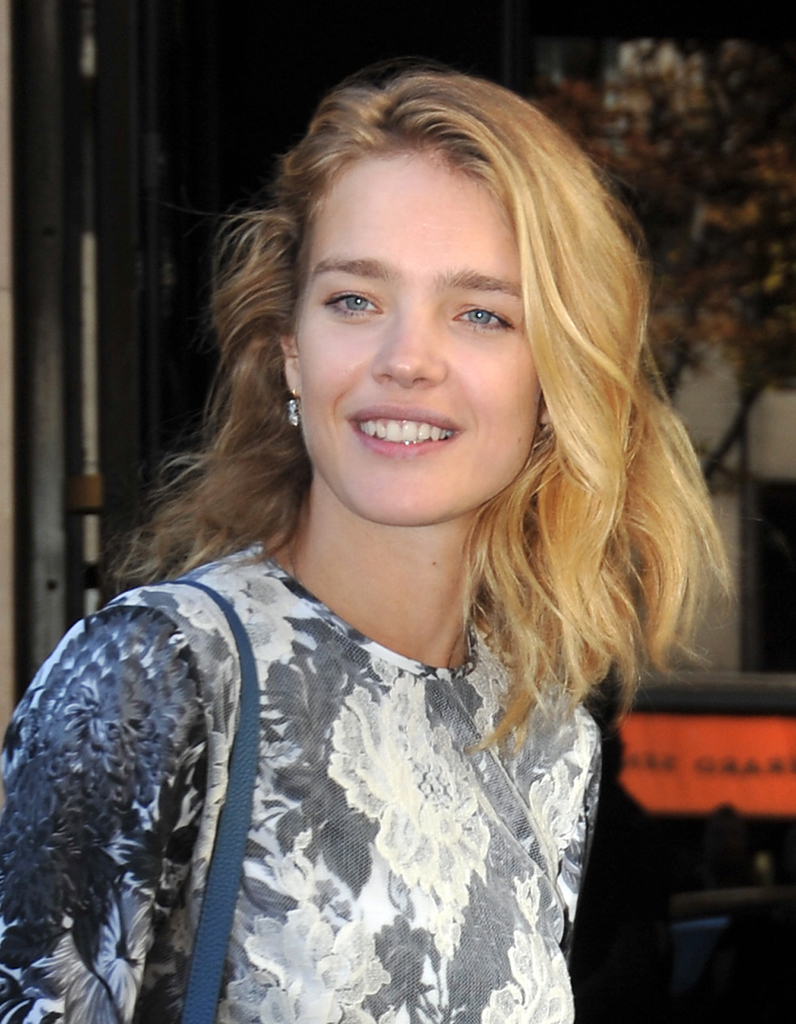 le carr candide de natalia vodianova le choix des stars. Black Bedroom Furniture Sets. Home Design Ideas