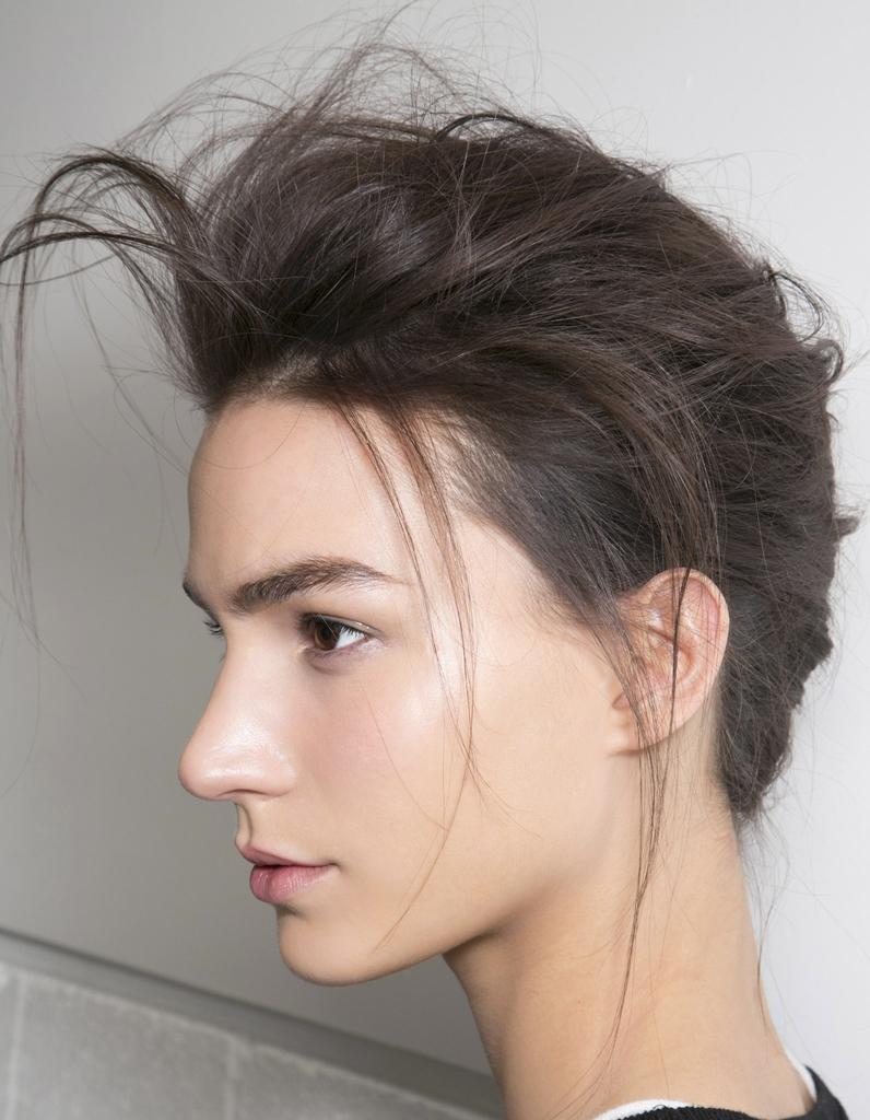 coiffure coque cheveux attach s coiffure la coque a toujours la cote elle. Black Bedroom Furniture Sets. Home Design Ideas