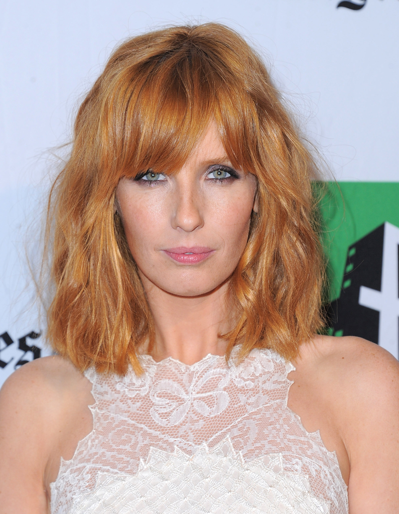 2012 kelly reilly avec un carr long frang kelly. Black Bedroom Furniture Sets. Home Design Ideas