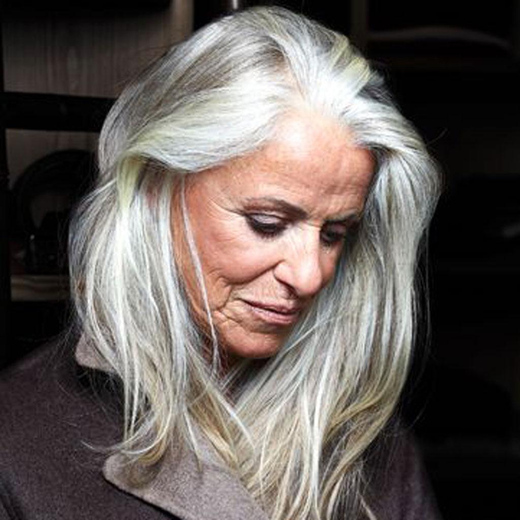 Coiffure pour cheveux blancs
