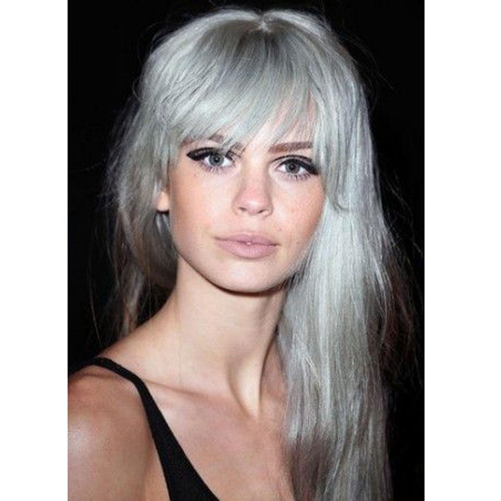 Cheveux gris et frange 25 jolies fa ons de porter les for Coupe avec cheveux blancs