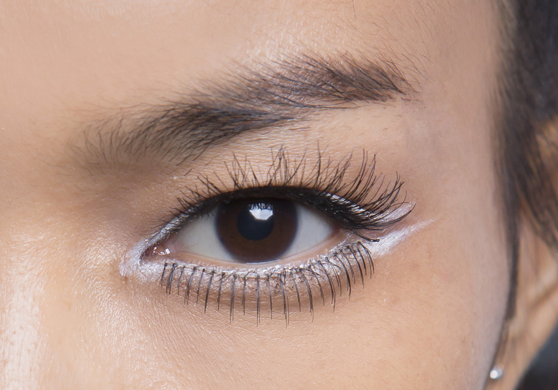 eyeliner blanc double trait eye liner blanc 10 fa ons de porter la tendance hivernale elle. Black Bedroom Furniture Sets. Home Design Ideas