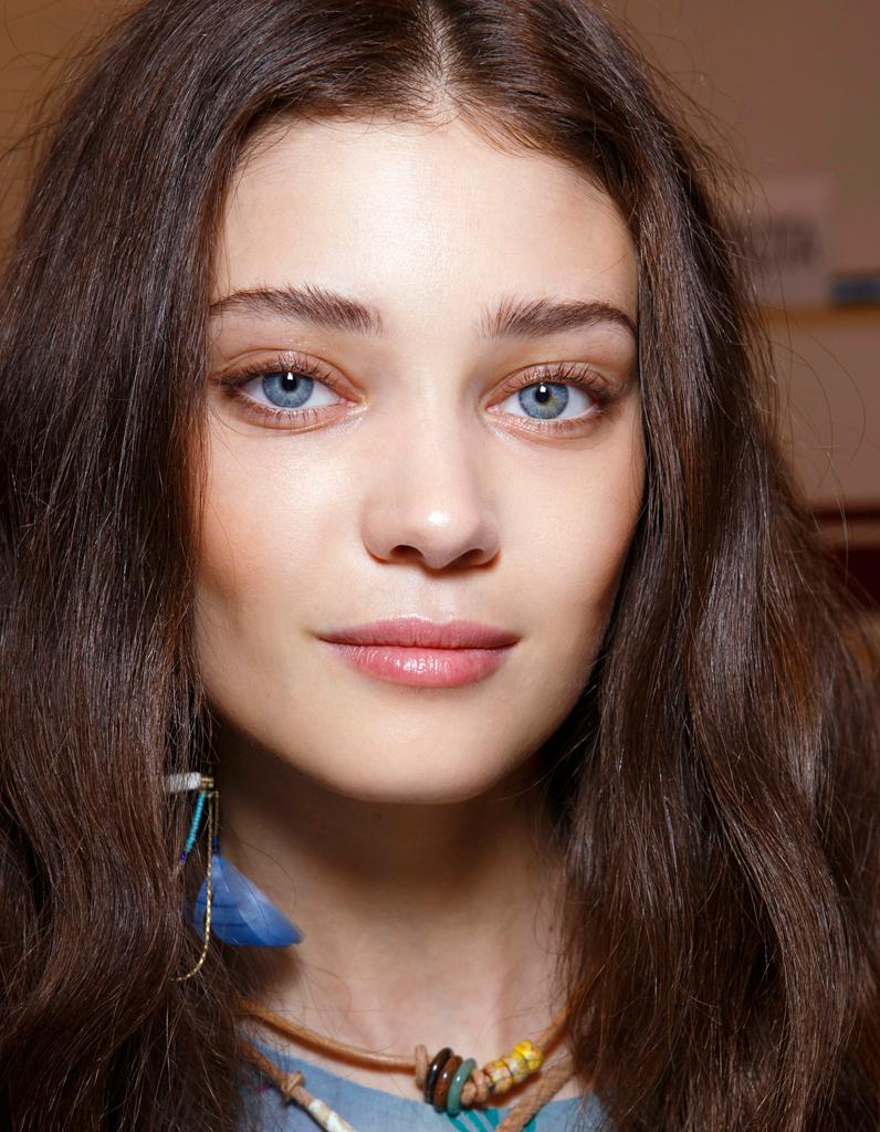maquillage des yeux bleus clairs comment maquiller des yeux bleus elle. Black Bedroom Furniture Sets. Home Design Ideas