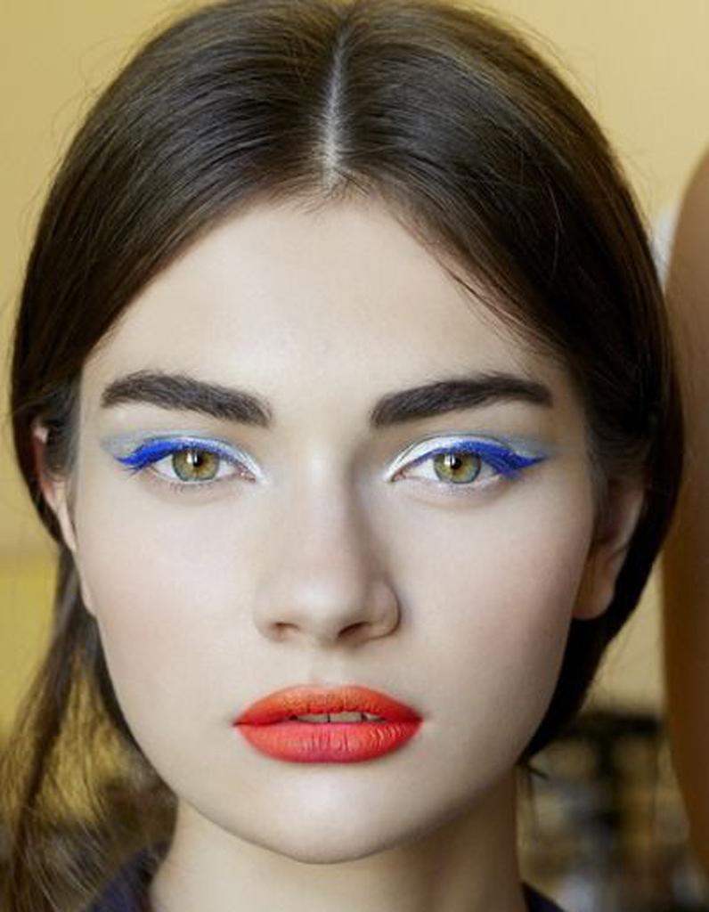 maquillage bleu blanc rouge quel maquillage pour supporter l 39 quipe de france elle. Black Bedroom Furniture Sets. Home Design Ideas