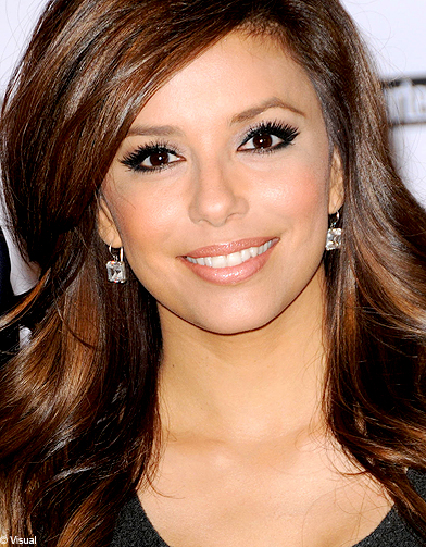 eva longoria les stars adoptent l il charbonneux elle. Black Bedroom Furniture Sets. Home Design Ideas