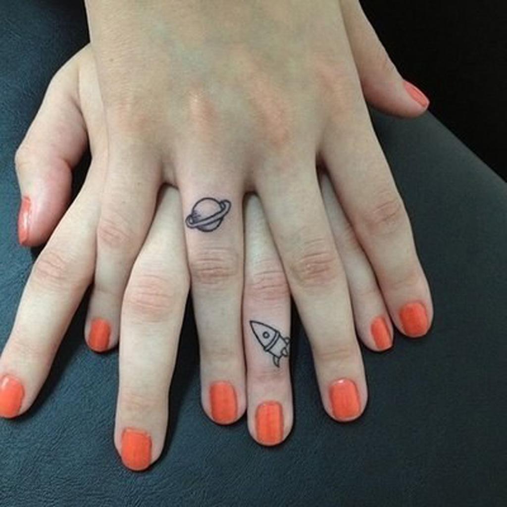 petit tatouage sur la main petit tatouage un tattoo oui mais discret elle. Black Bedroom Furniture Sets. Home Design Ideas