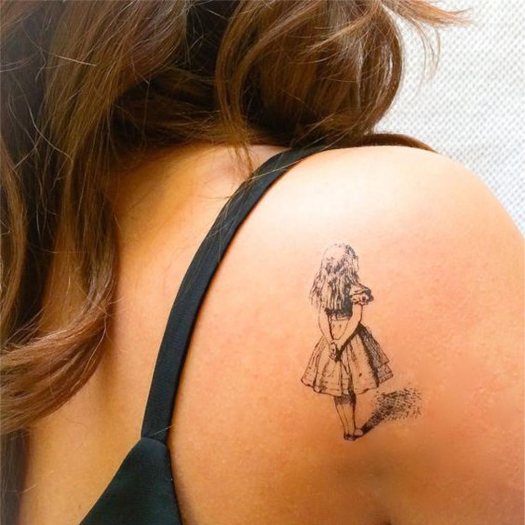 Tatouage paule alice au pays des merveilles 20 tatouages porter fi rement sur l 39 paule elle - Tatouage chat alice au pays des merveilles ...