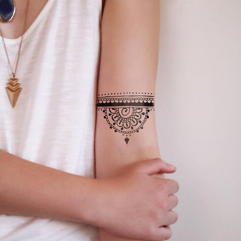 tatouage mandala dotwork on craque pour un tatouage mandala elle. Black Bedroom Furniture Sets. Home Design Ideas