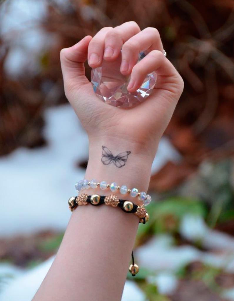 tatouage papillon avant bras tatouage papillon 20 jolies id es rep r es sur pinterest elle. Black Bedroom Furniture Sets. Home Design Ideas
