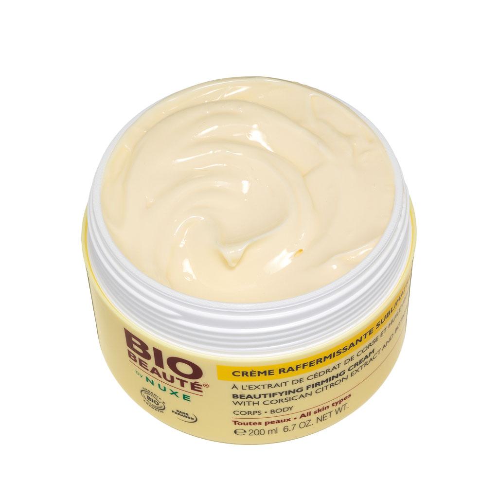 La crème blanchissant avec la vitamine avec et la lavande