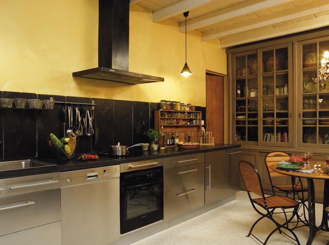 8 recettes pour personnaliser sa cuisine elle d coration for Cuisine avec meuble ancien