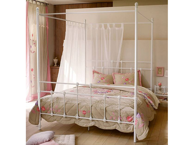 ciel de lit ou lit baldaquin elle d coration. Black Bedroom Furniture Sets. Home Design Ideas