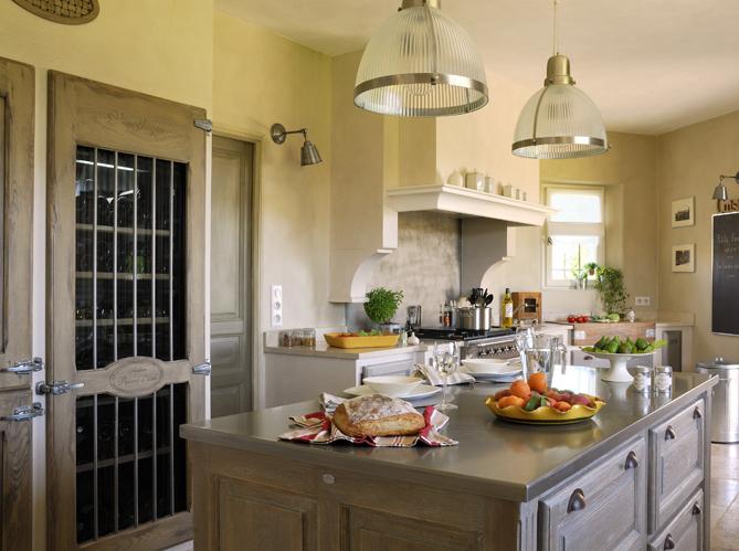 cuisines traditionnelles elle d coration. Black Bedroom Furniture Sets. Home Design Ideas
