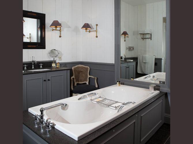 Des salles de bains qui invitent au voyage elle d coration for Au salle de bain