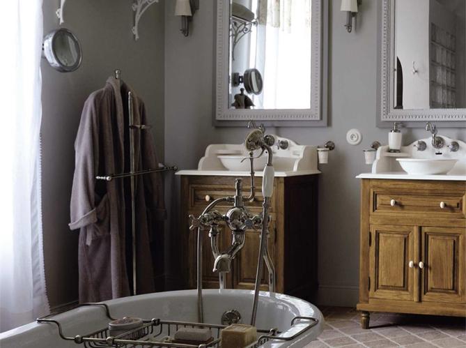 Le charme du r tro dans la salle de bains elle d coration for Deco salle de bain retro
