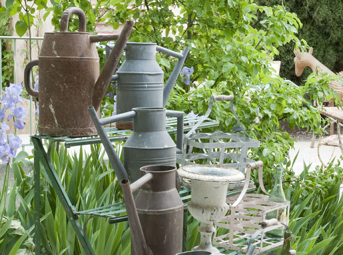 les arrosoirs en zinc elle d coration. Black Bedroom Furniture Sets. Home Design Ideas
