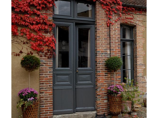 Les portes d 39 entr es donnent le ton elle d coration - Porte d entree style atelier ...