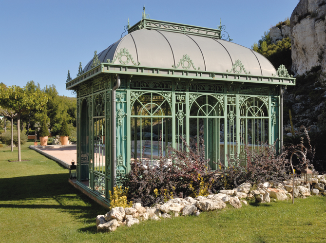Un jardin au c ur de l hiver elle d coration - Kiosque aluminium jardin ...