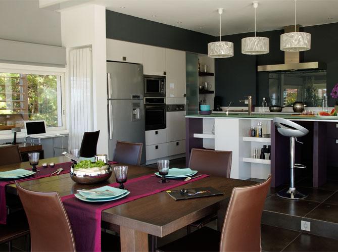 Une belle et grande cuisine pour recevoir elle d coration for Art et decoration cuisine