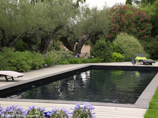 une piscine bleue pour r ver un peu elle d coration. Black Bedroom Furniture Sets. Home Design Ideas