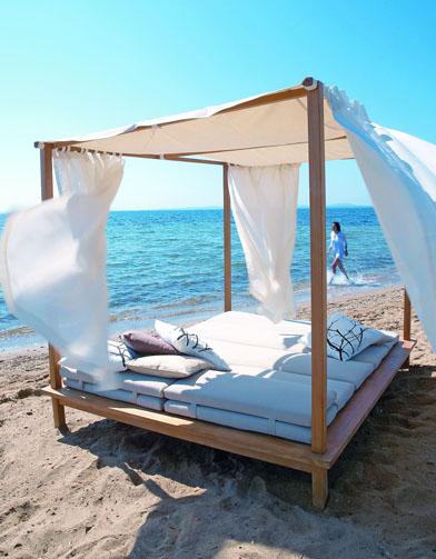 50 meubles de jardin shopper elle d coration - Lit baldaquin exterieur ...