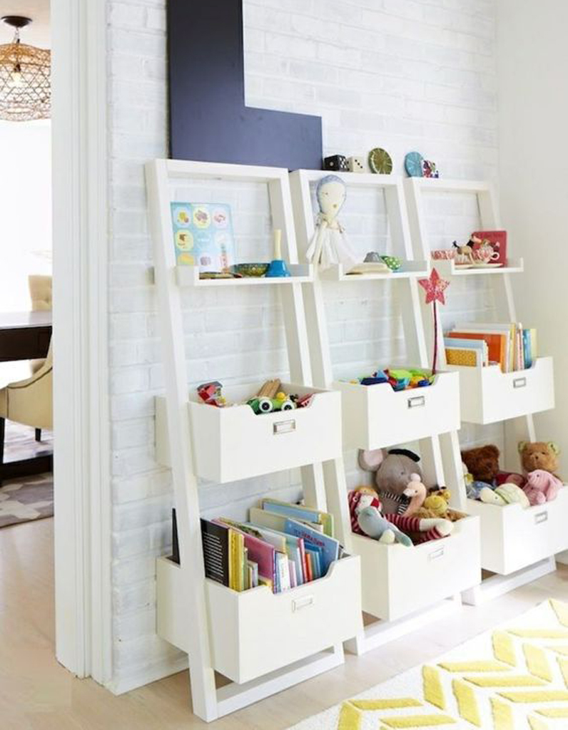 des livres pour enfants rangs sur des tagres murales - Etagere Enfant Deco