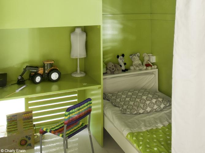 Chambre Verte Et Grise. Papier Peint Vinyle Couleur Vert Dans ...