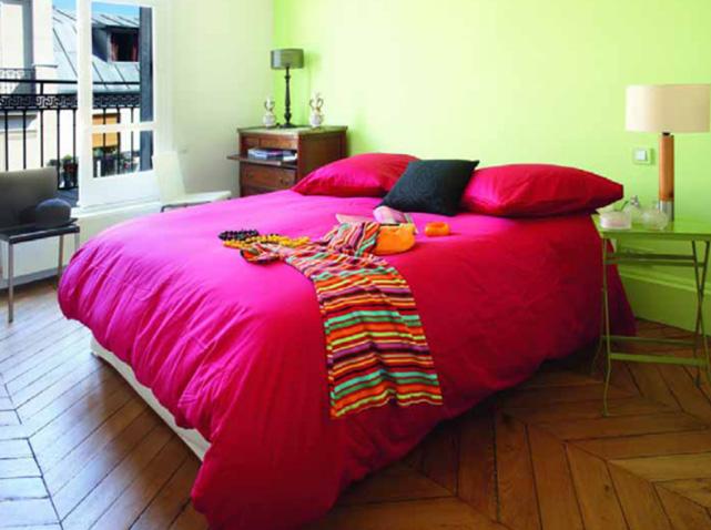 Des chambres hautes en couleurs elle d coration - Chambre couleur framboise ...